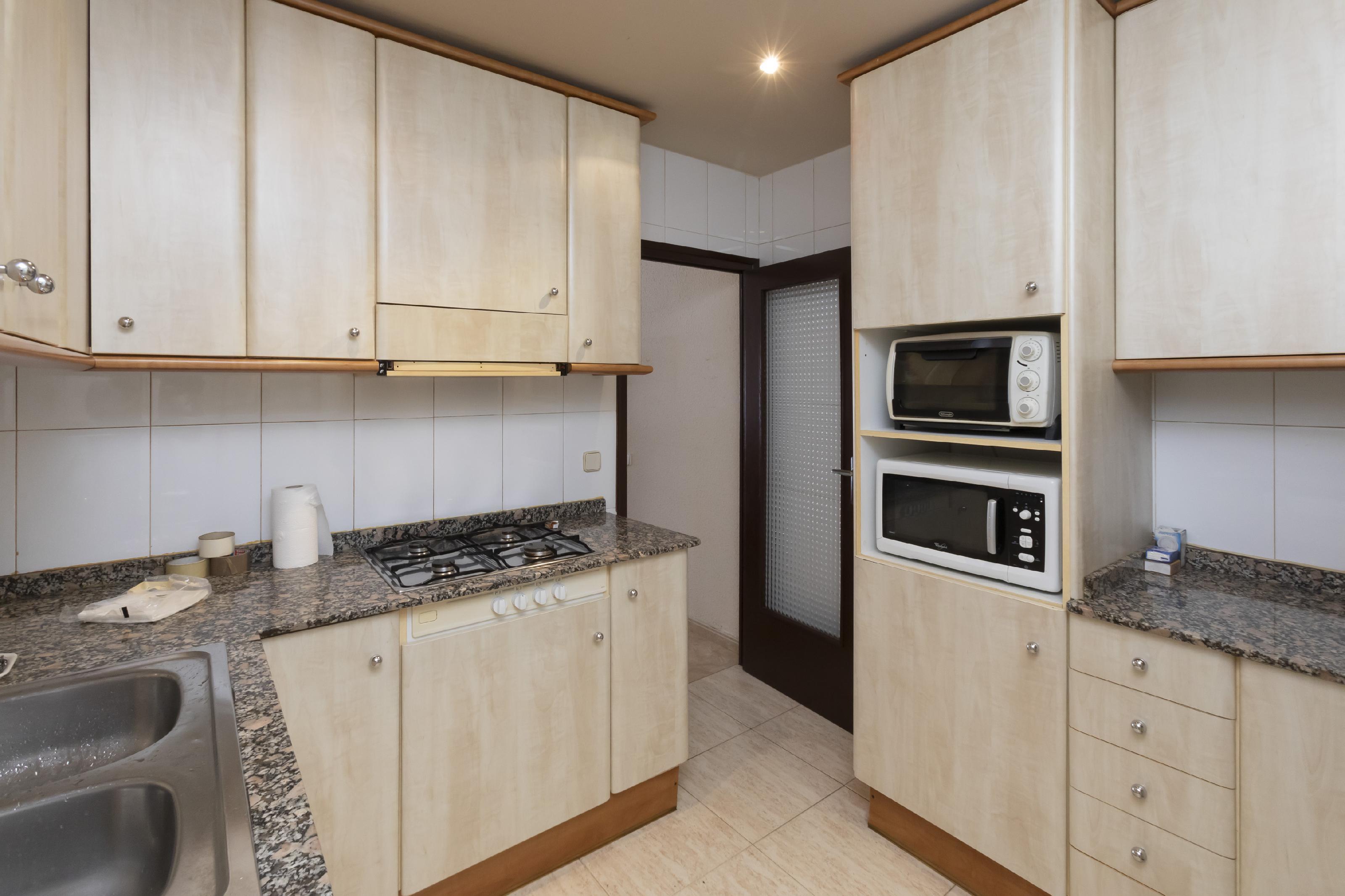 Imagen 4 Casa en venta en Barcelona / Al lado de Rambla Prim.