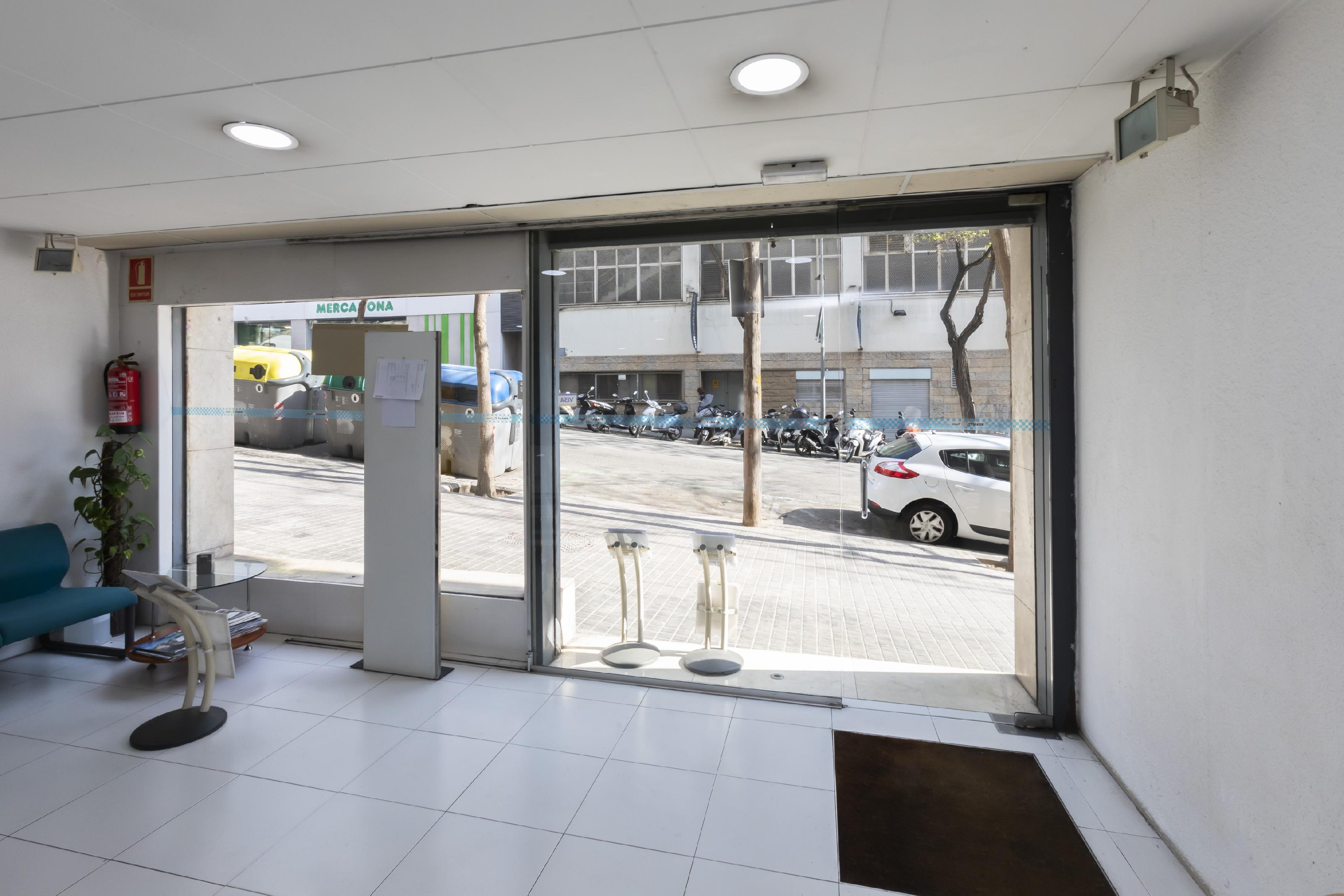 Imagen 1 Local Comercial en venta en Barcelona / Jto. Llorens i Barba