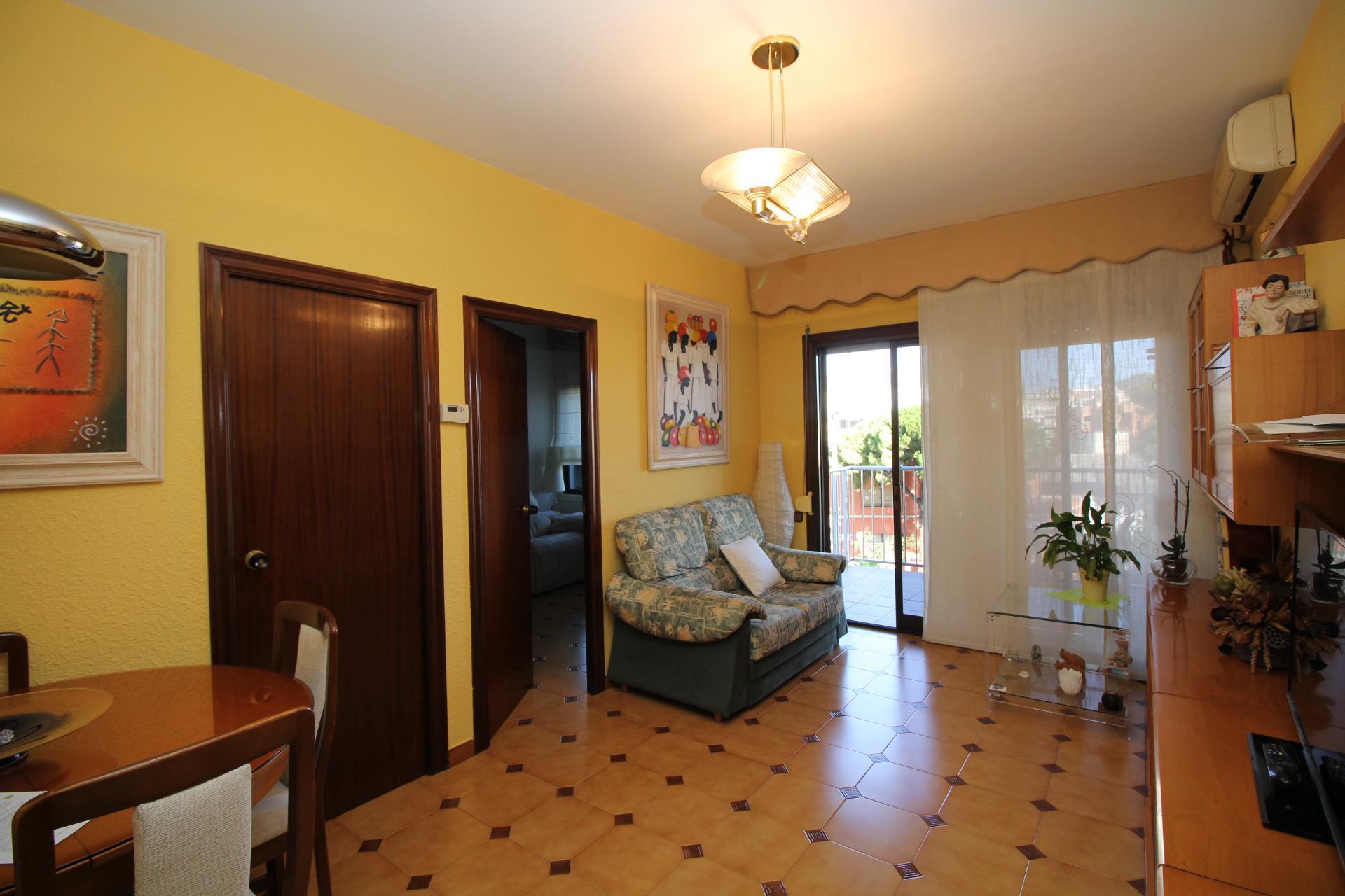 Imagen 3 Piso en venta en Esplugues De Llobregat / Carretera Cornella ,cerca del mercado