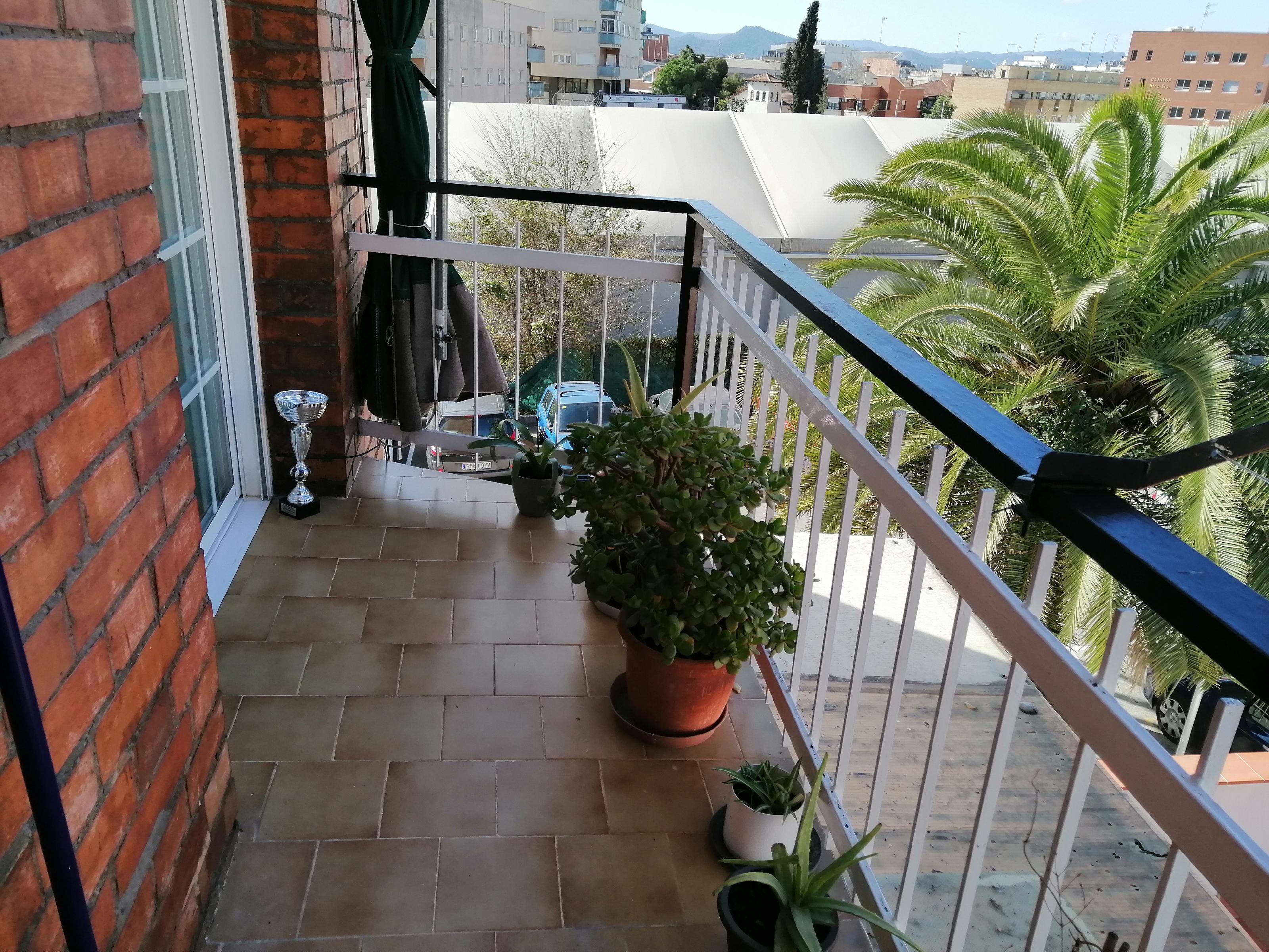 Imagen 1 Piso en venta en Esplugues De Llobregat / Junto mercado municipal y rambla del Carmen