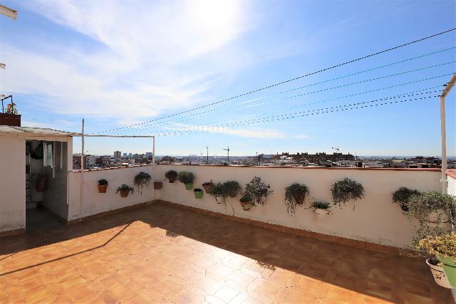 Imagen 1 Inmueble 240638 - Ático en venta en Esplugues De Llobregat / Frente Centro comercial Finestrelles