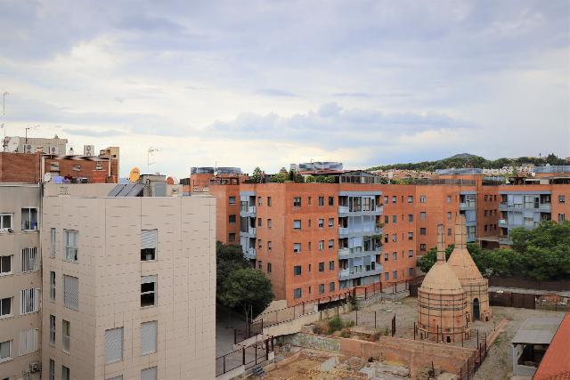 Imagen 1 Inmueble 240927 - Piso en venta en Esplugues De Llobregat / Junto museo de cerámica La Rajoleta