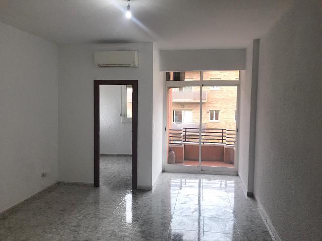 Imagen 1 Inmueble 244348 - Piso en alquiler en Esplugues De Llobregat / Junto ayuntamiento , en pleno centro