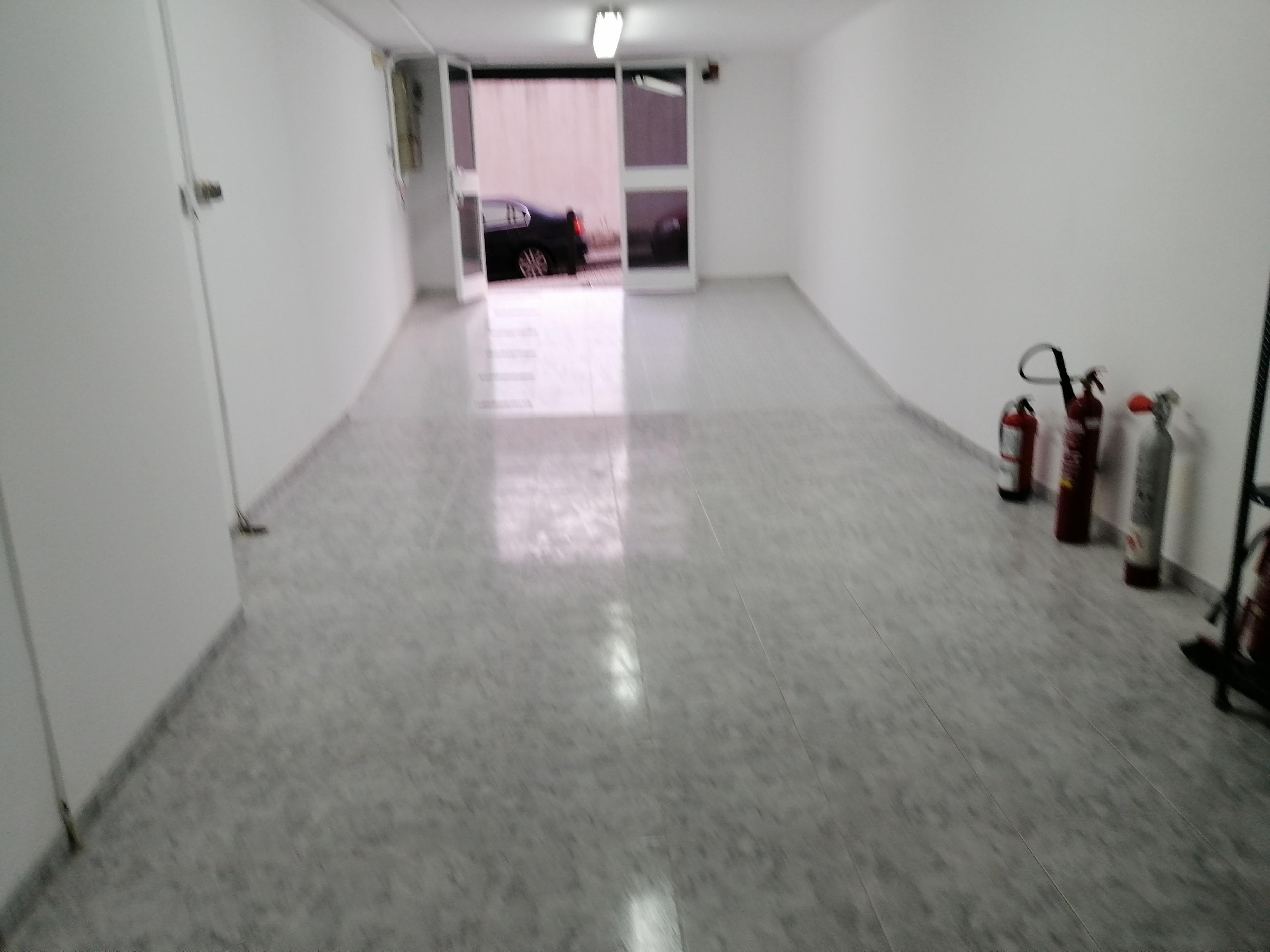 Imagen 2 Local Comercial en alquiler en Esplugues De Llobregat / Can Clota , junto Anselm Clave