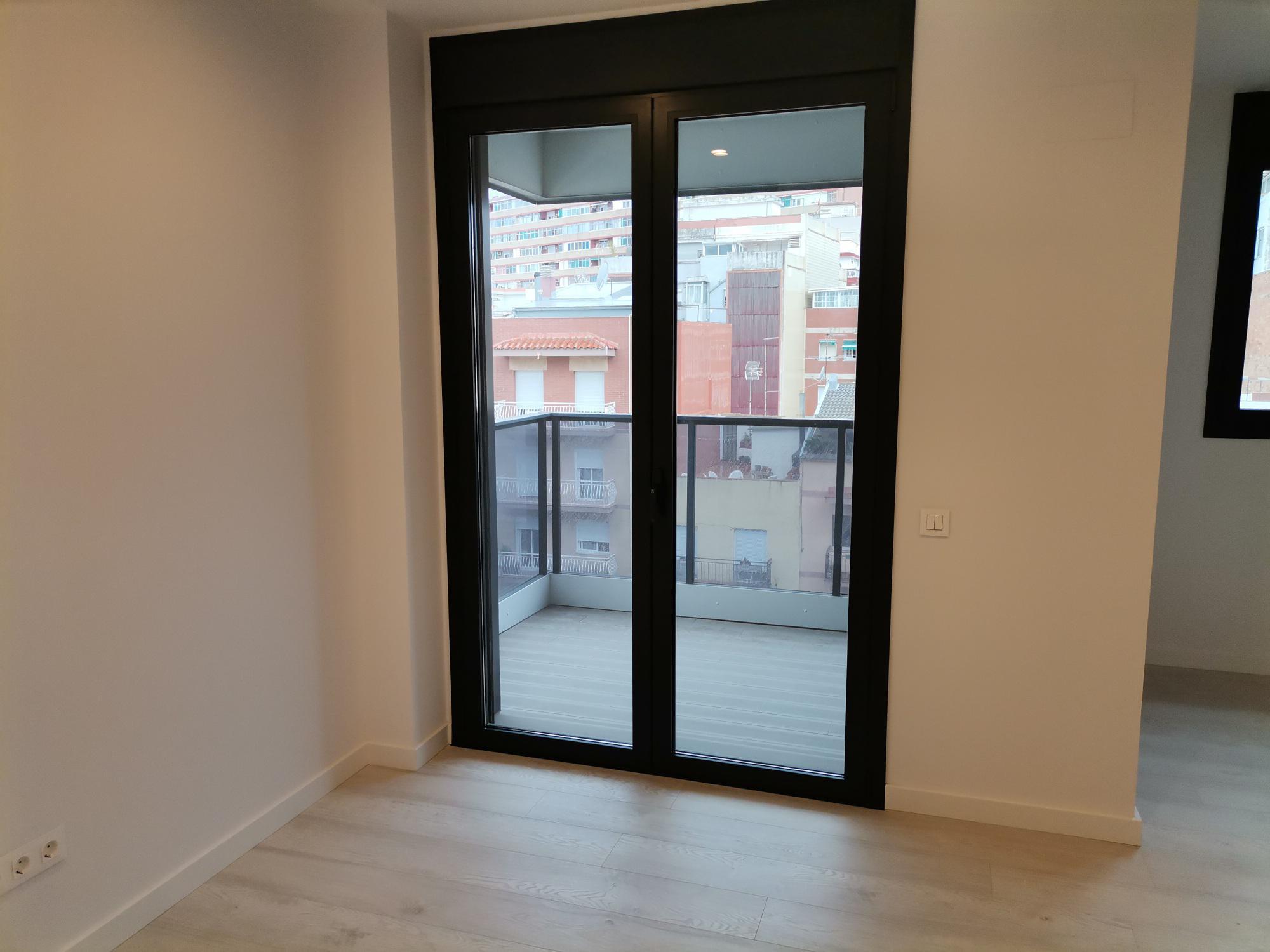 Imagen 2 Piso en venta en Hospitalet De Llobregat L´ / Junto polideportivo Sanfeliu,cerca C/8de M...