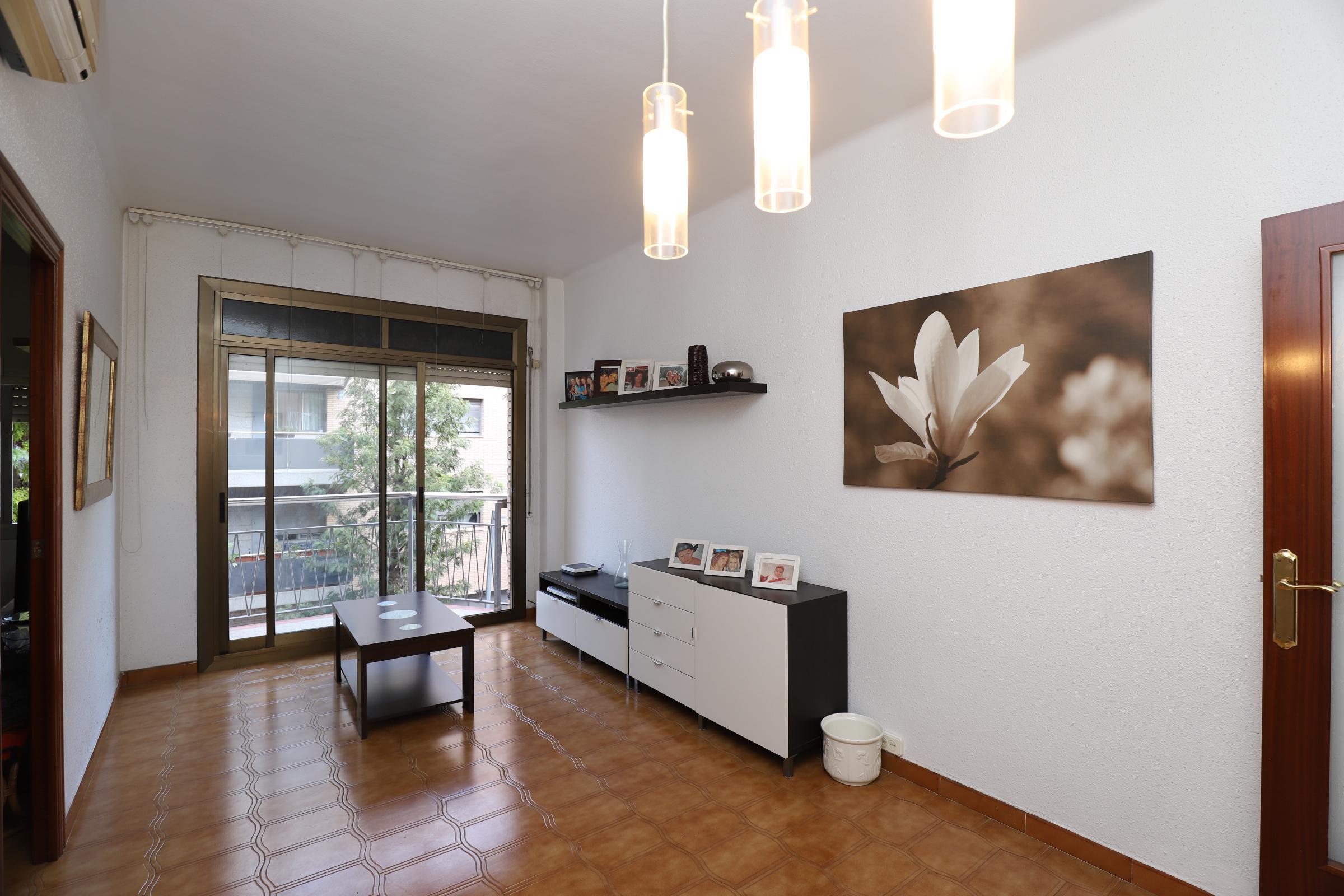 Imagen 2 Piso en venta en Esplugues De Llobregat / Cerca Casal de cultura Robert Brillas