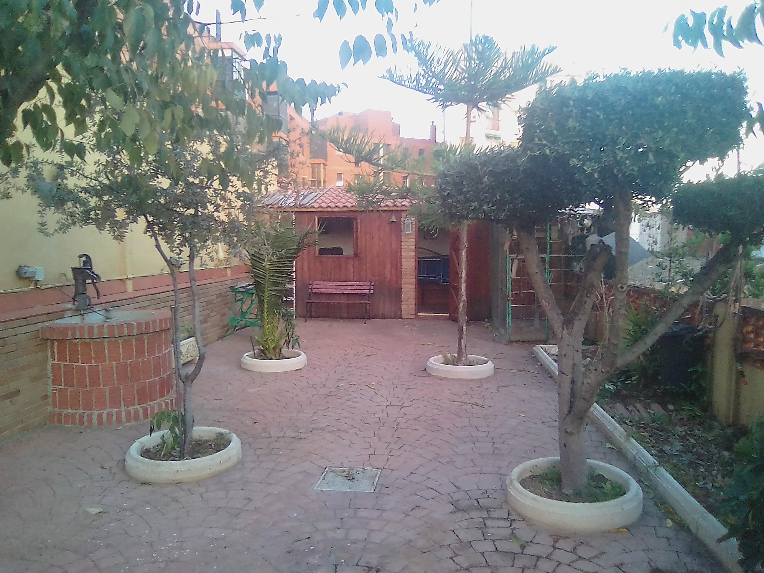 Imagen 1 Casa en venta en Santa Coloma De Gramenet / Frente al hospital Esperit Sant
