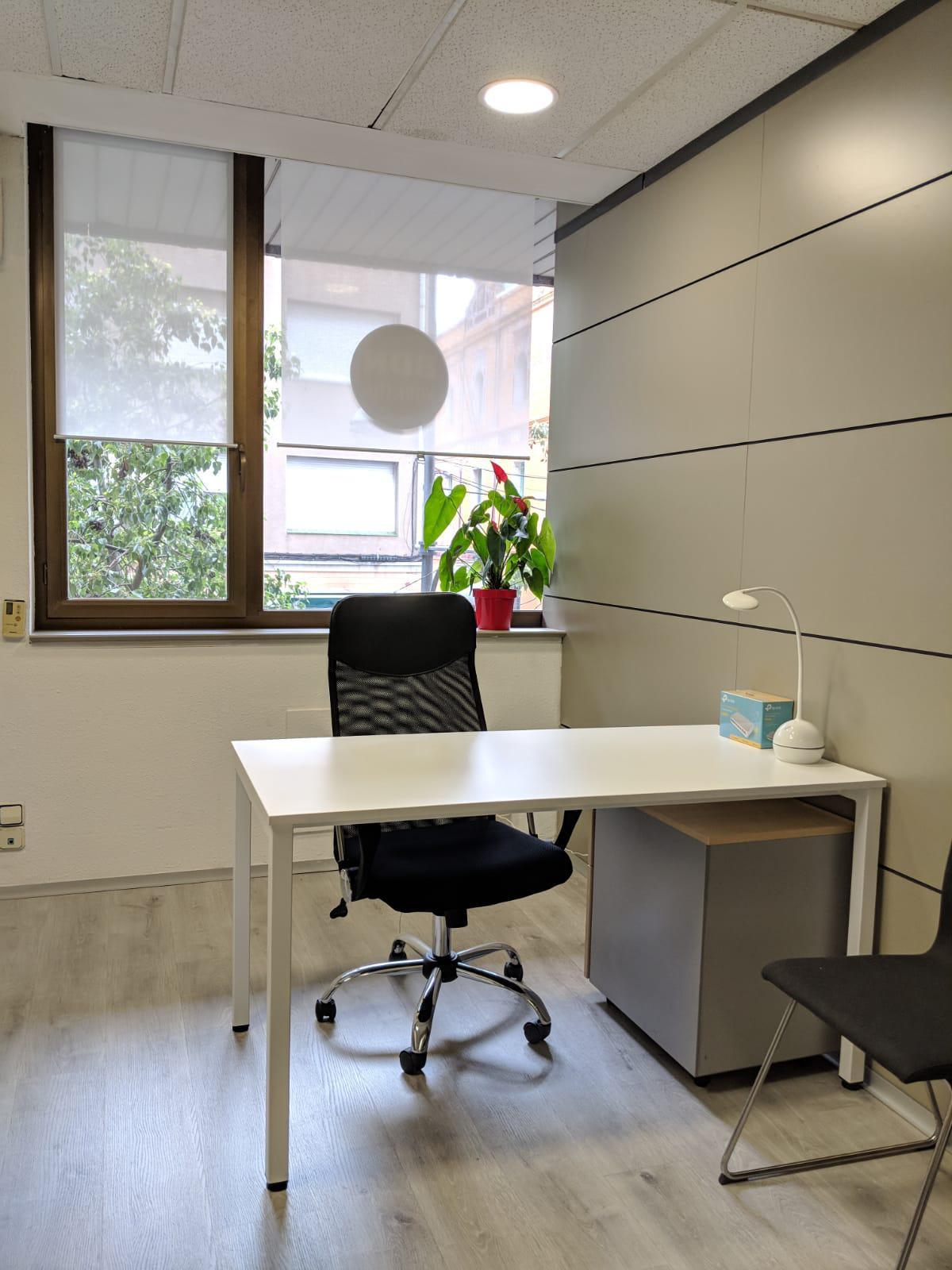Imagen 1 Oficina Comercial en alquiler en Badalona / A cien metros del ayuntamiento de Badalona