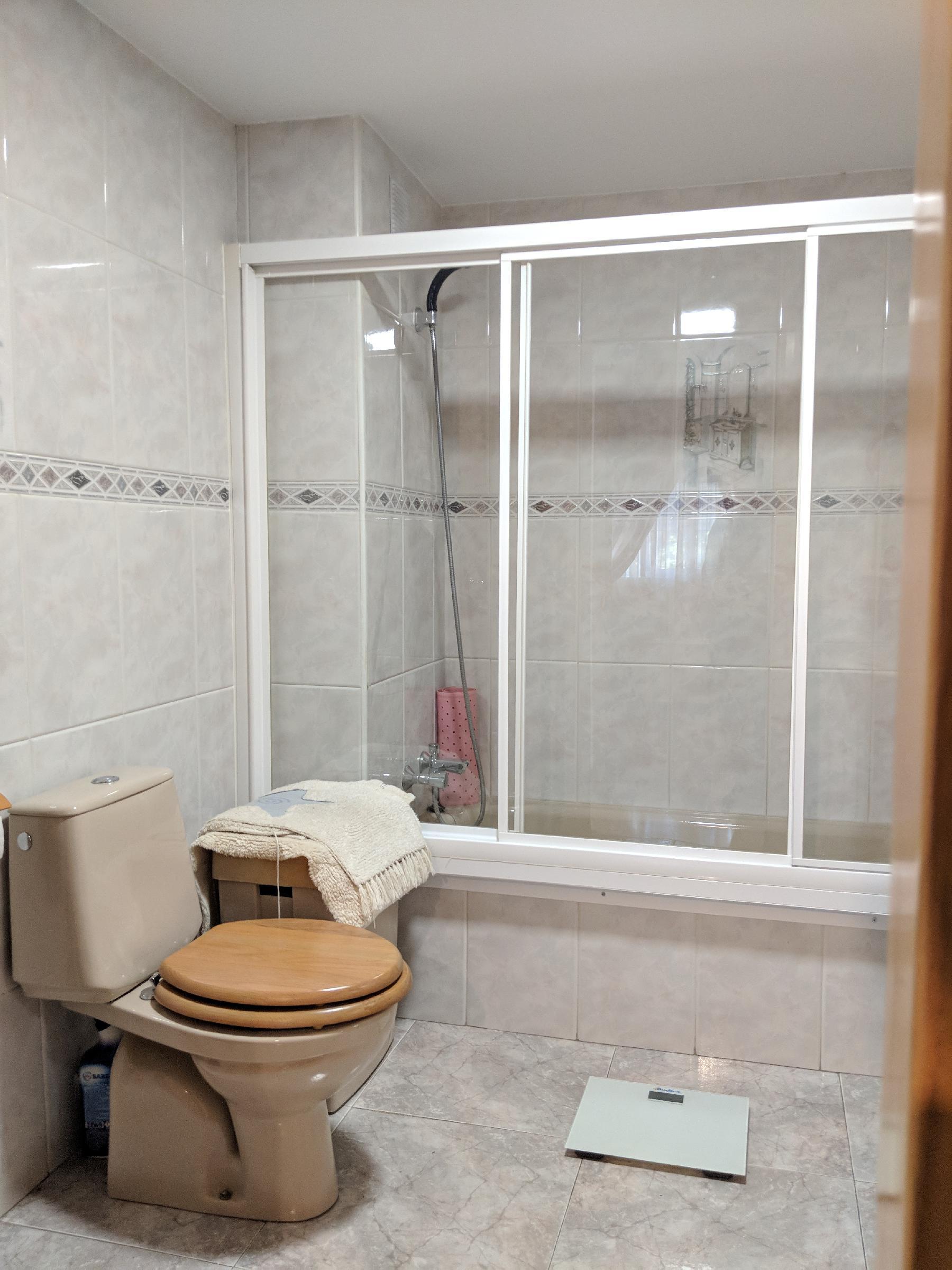 Imagen 4 Piso en venta en Santa Coloma De Gramenet / A 5 minutos del Centro Comercial Montigalà