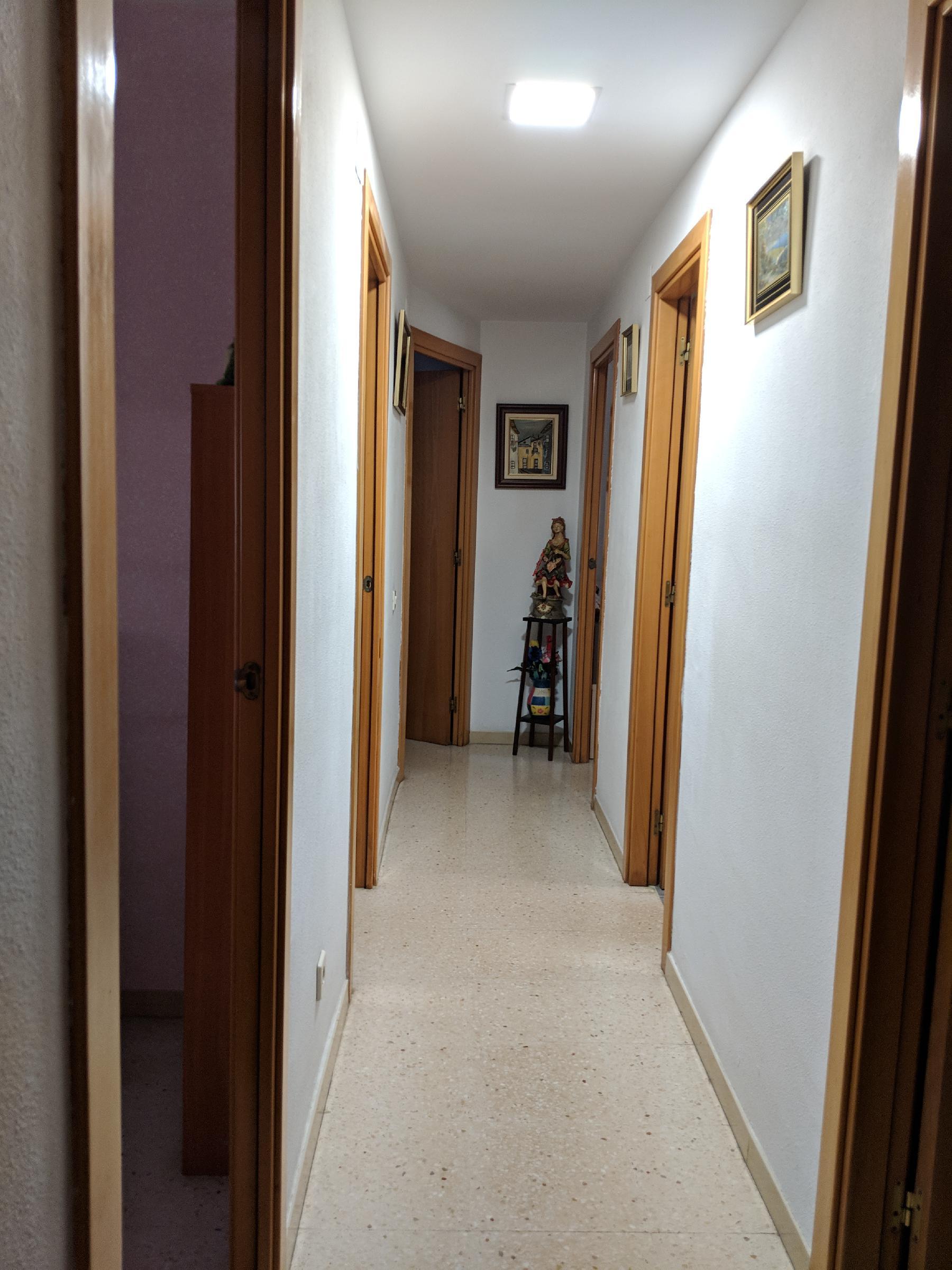 Imagen 2 Piso en venta en Santa Coloma De Gramenet / A 5 minutos del Centro Comercial Montigalà