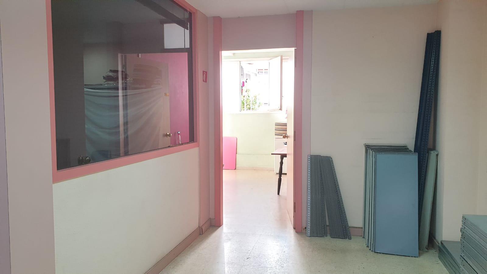 Imagen 2 Local Comercial en venta en Badalona / Con acceso rápido a C-31