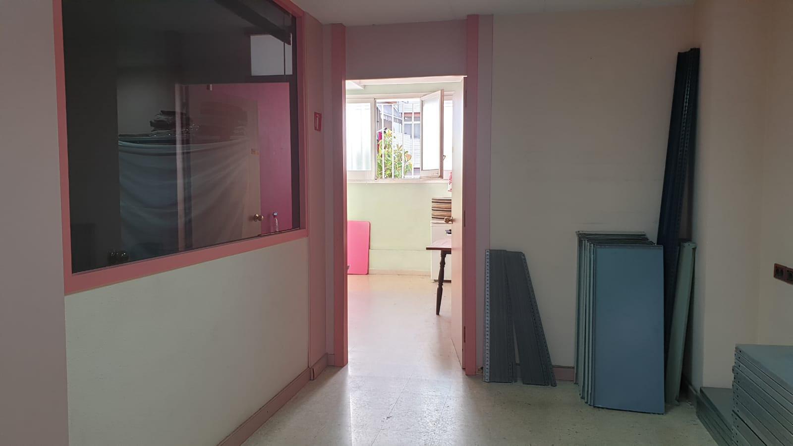 Imagen 4 Local Comercial en venta en Badalona / a un minuto C-31