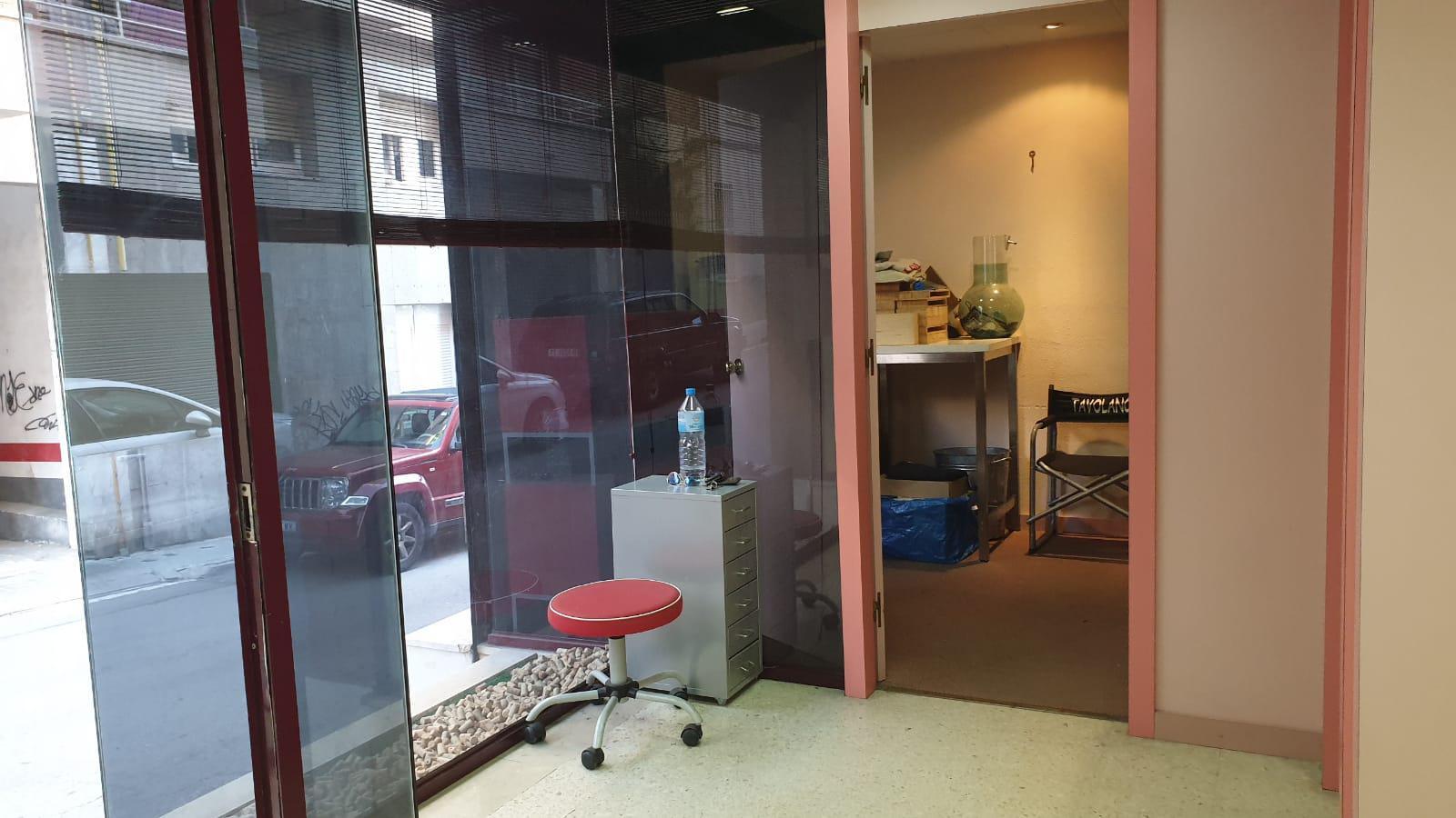 Imagen 1 Local Comercial en venta en Badalona / Con acceso rápido a C-31