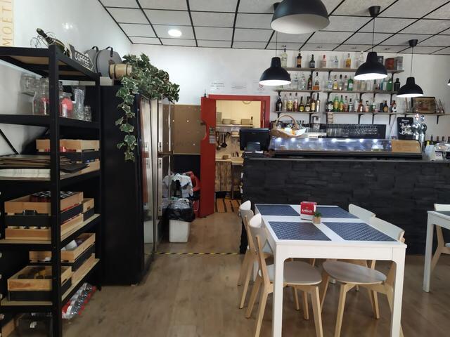 Imagen 4 Local Comercial en venta en Barcelona / Cercano a la autopista C31 y metro L1-El Clot.