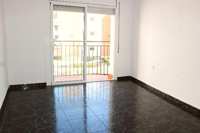 Imagen 1 Inmueble 239756 - Piso en venta en Barcelona / Rambla Badal - Constitución