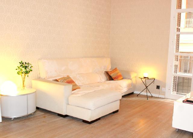 Imagen 1 Inmueble 240643 - Piso en venta en Barcelona / Ronda Sant Antoni junto mercado