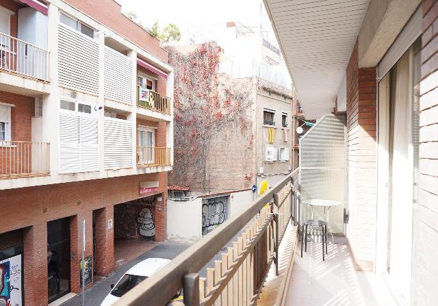 Imagen 1 Inmueble 246824 - Piso en venta en Barcelona / Rambla Badal junto metro Mercat Nou