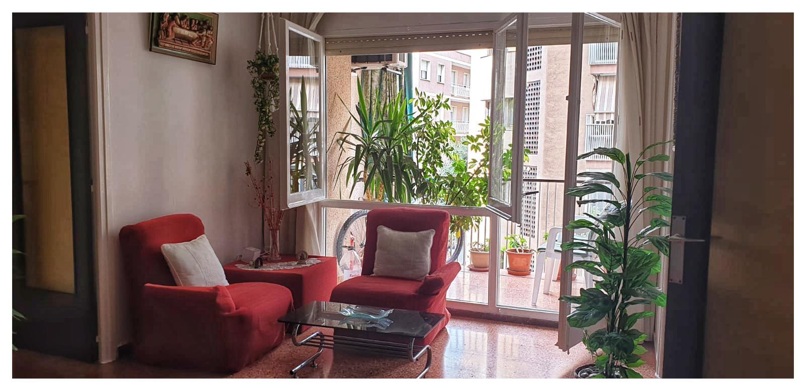 224712 - Piso 4 habitaciones,1 baño, aseo, 2 balcones y ascensor