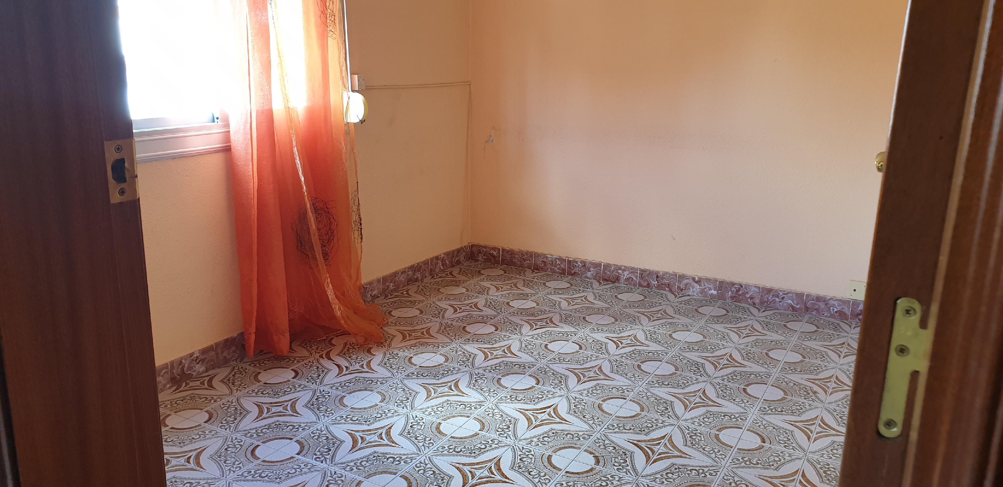 Imagen 2 Piso en venta en Hospitalet De Llobregat L´ / Muy cerca metro L-1 Can Serra