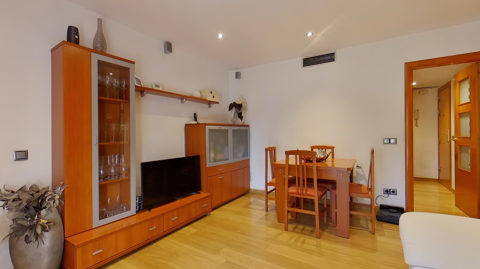 Imagen 1 Piso en venta en Hospitalet De Llobregat L´ / Junto metro L-5 Pubilla Casas.