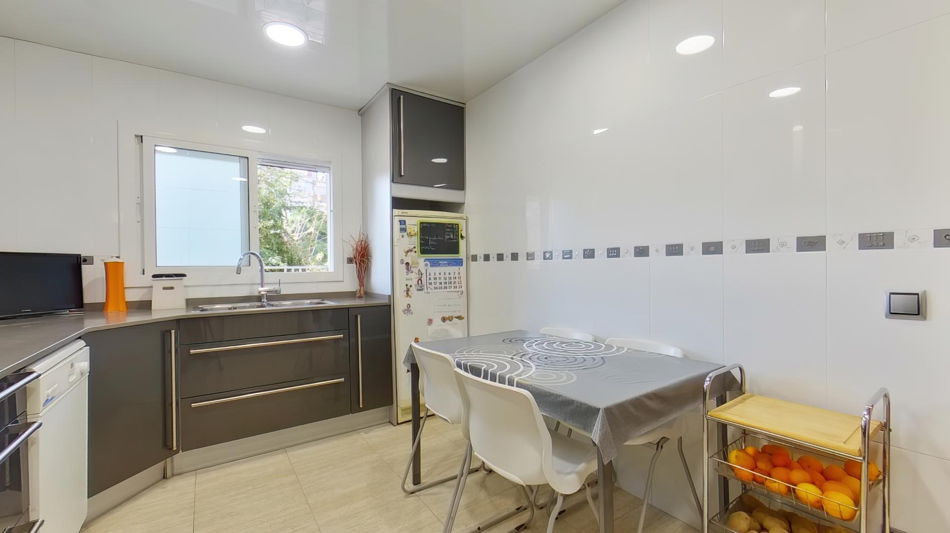 Imagen 3 Piso en venta en Hospitalet De Llobregat L´ / Junto metro L-5 Pubilla Casas.