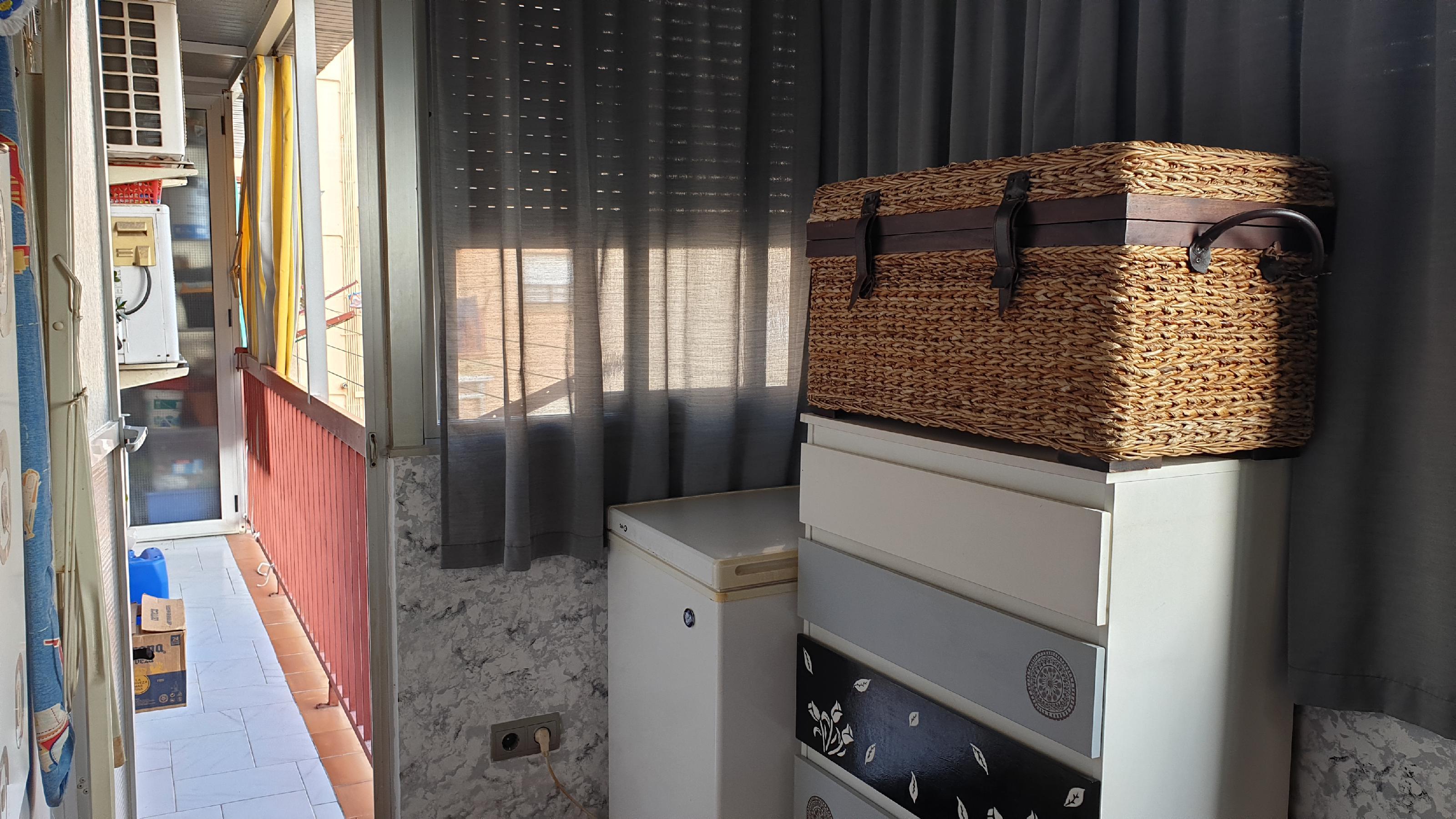 Imagen 4 Piso en venta en Hospitalet De Llobregat L´ / Junto metro L-1 Can Serra