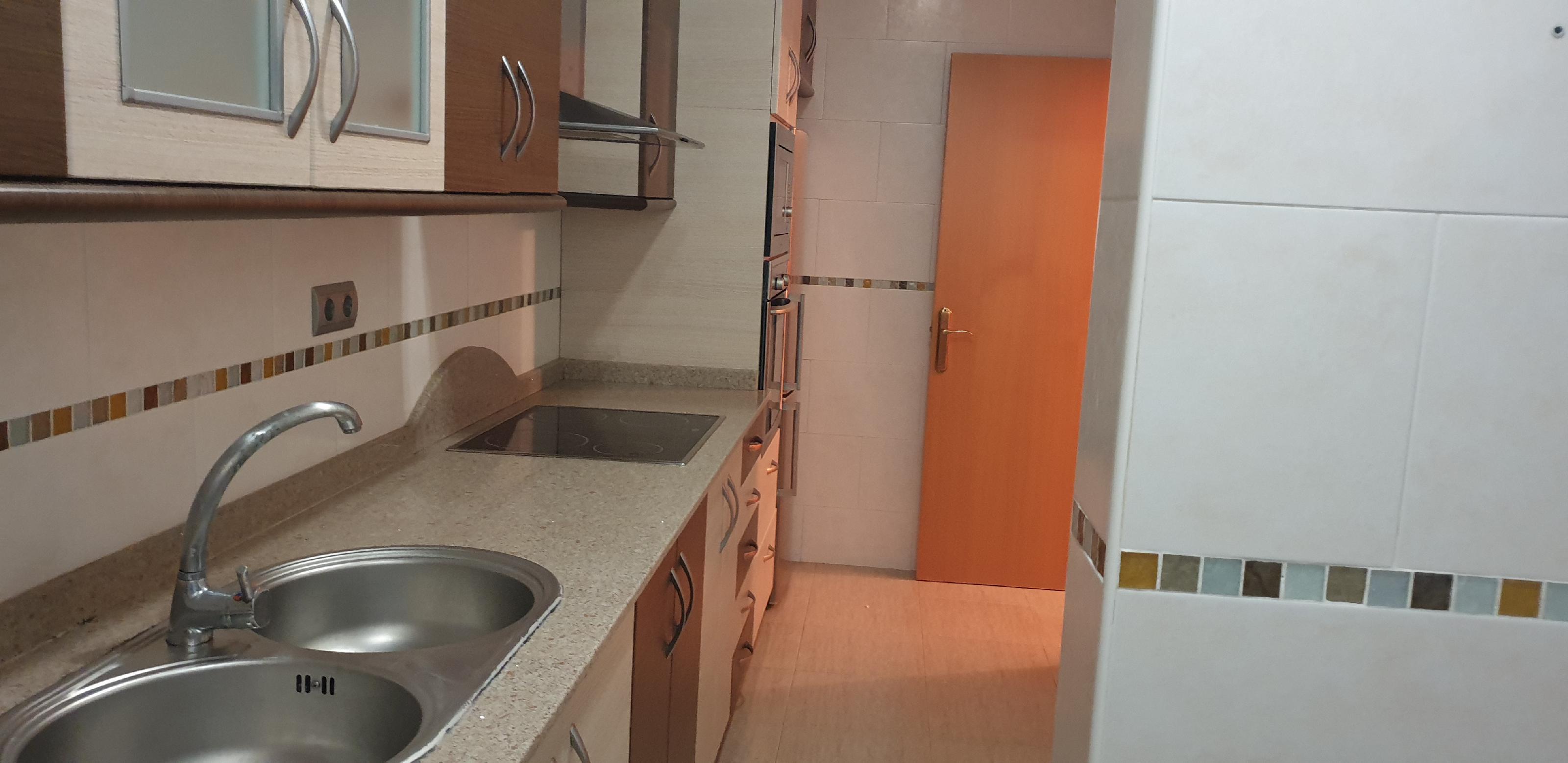 Imagen 3 Piso en venta en Hospitalet De Llobregat L´ / Junto Metro Can Vidalet L-5.