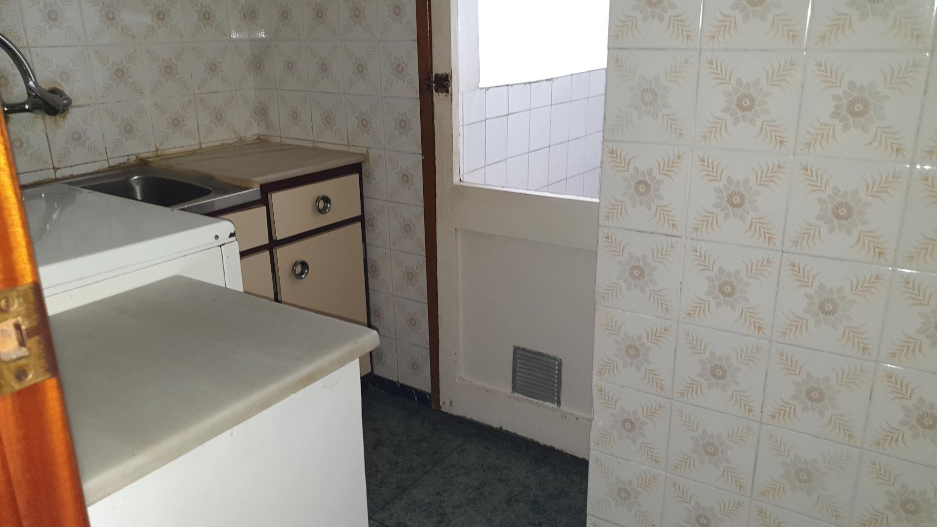 Imagen 2 Piso en venta en Esplugues De Llobregat / Junto a metro de can serra