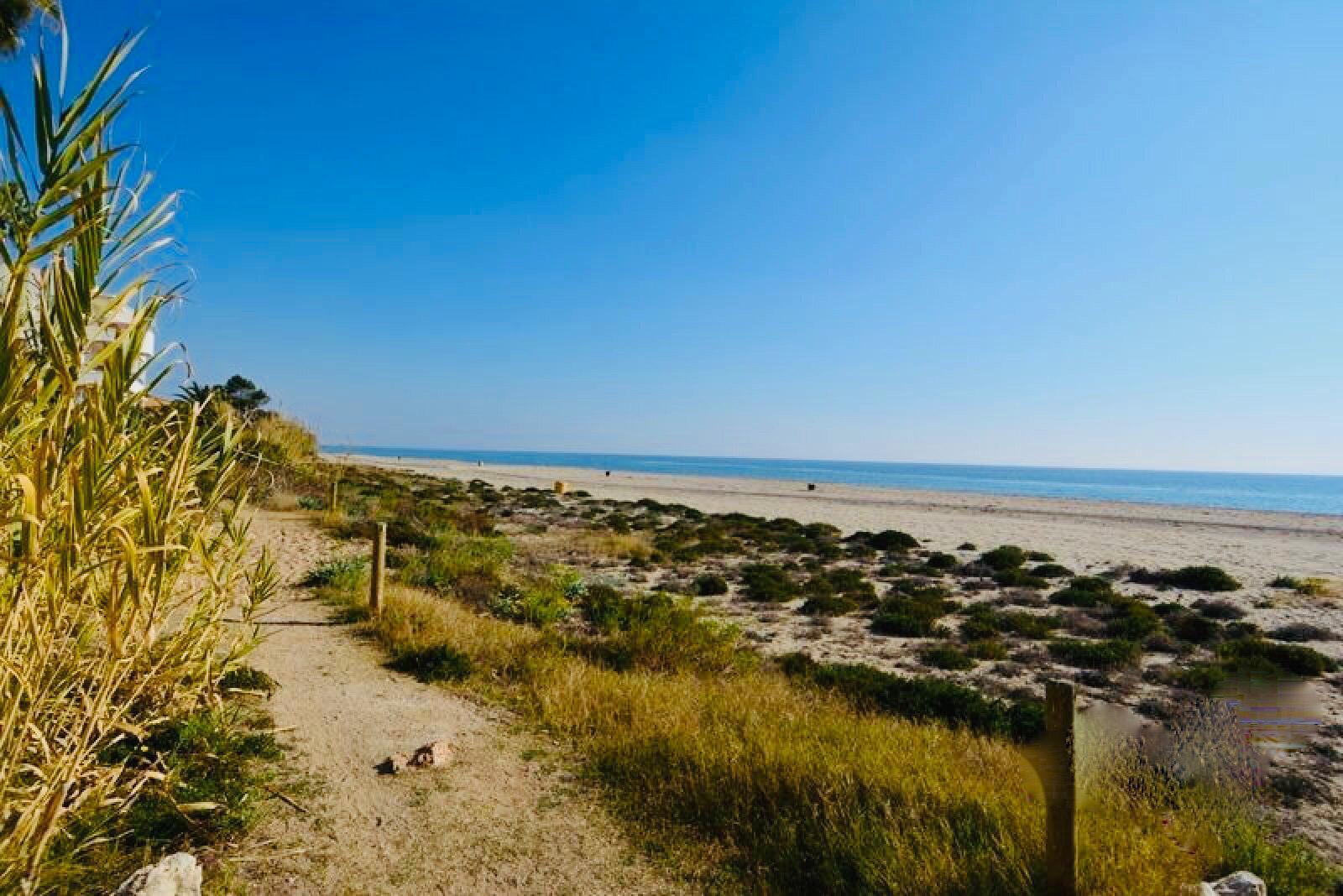 212851 - Primera línea de playa en Roda de Bará.