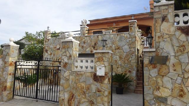 Imagen 1 Inmueble 237615 - Casa en venta en Vendrell (El) / Urbanización Oasis.