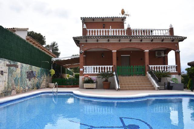 Imagen 1 Inmueble 238474 - Casa Aislada en venta en Castellet I La Gornal / Castellet i la Gornal