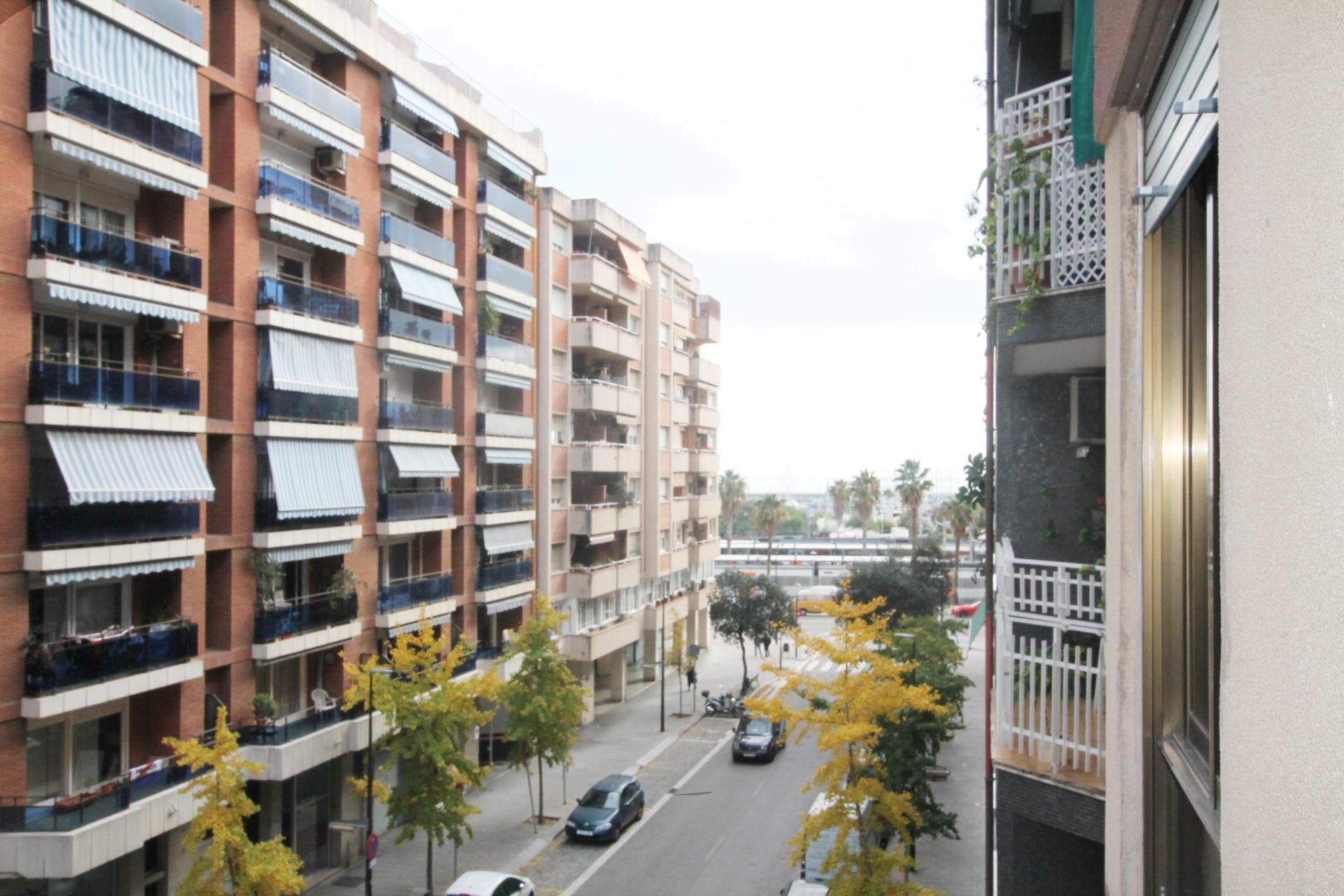 214638 - Junto a estación de Renfe Mataró