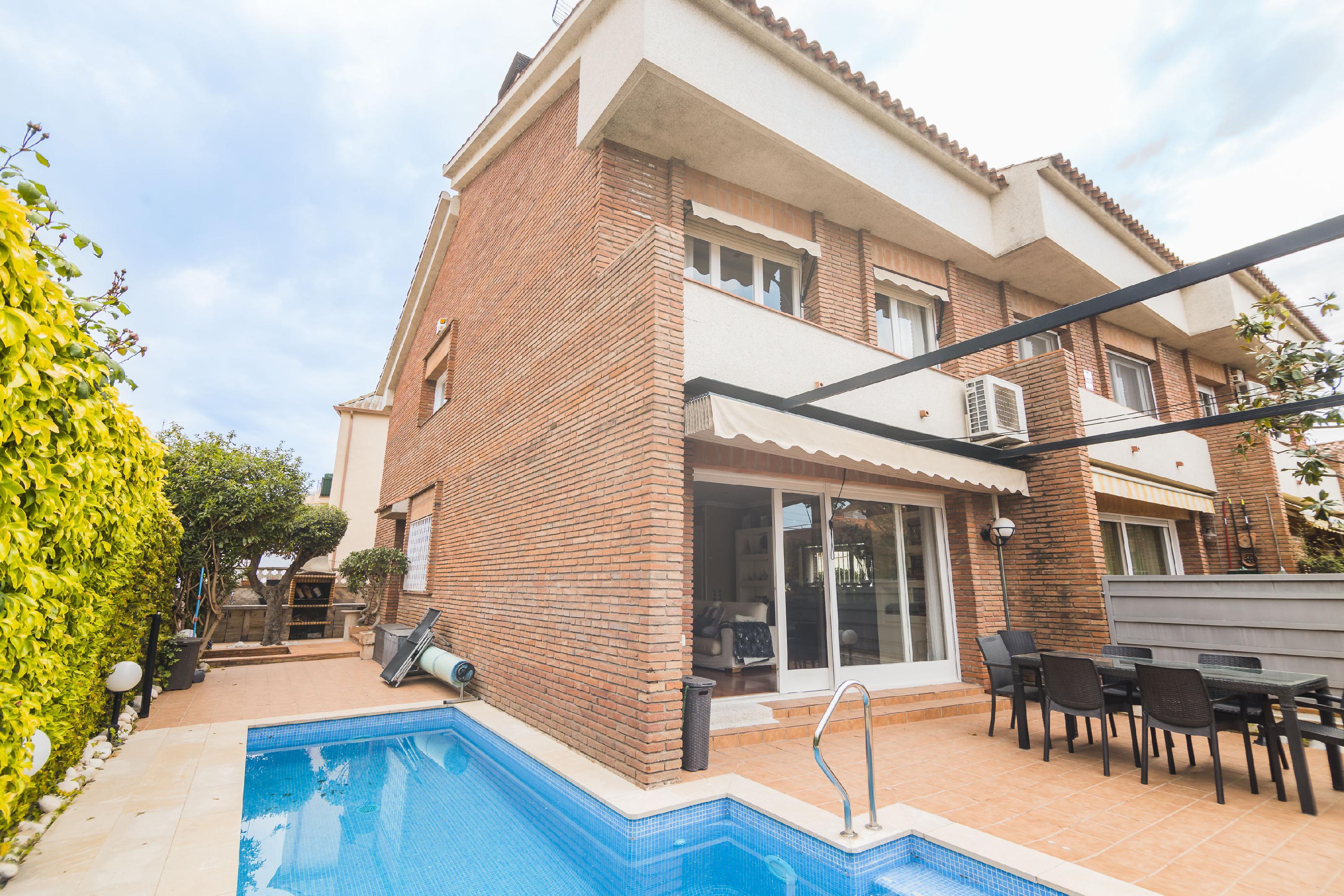 Imagen 1 Casa Adosada en venta en Masnou El / Zona Guilleries