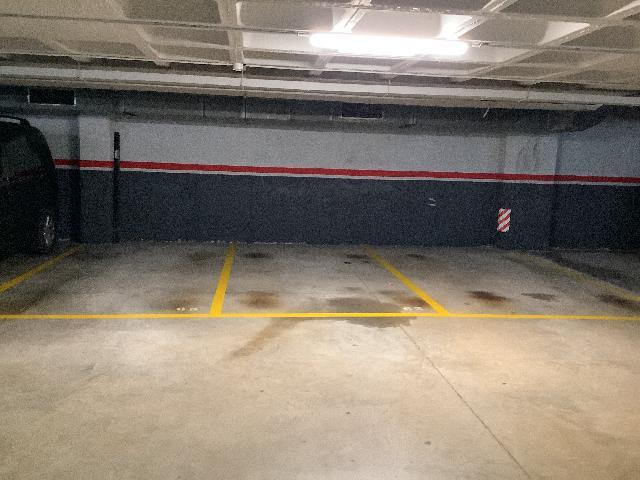 Imagen 2 Parking Coche en venta en Masnou El / Zona centro cerca de todos los comercios y servicios