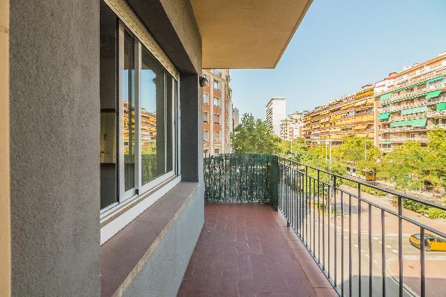 Imagen 1 Inmueble 228266 - Piso en venta en Barcelona / Esquina Gelabert