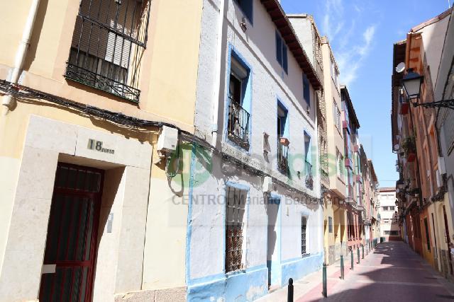 Imagen 1 Inmueble 249933 - Casa en venta en Zaragoza / Calle         Alcala