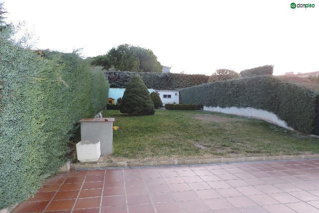 Imagen 1 Inmueble 218628 - Casa en venta en Villares De La Reina / Urbanización El viso