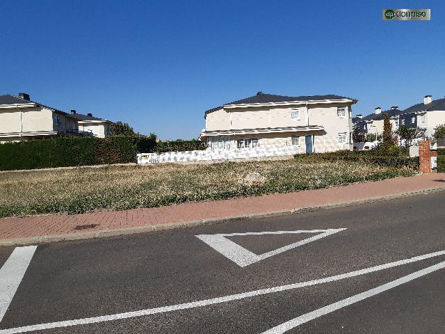 Imagen 1 Inmueble 232148 - Solar Urbano en venta en Santa Marta De Tormes / Urbanizacion Atika, Camino de calvarrasa 19
