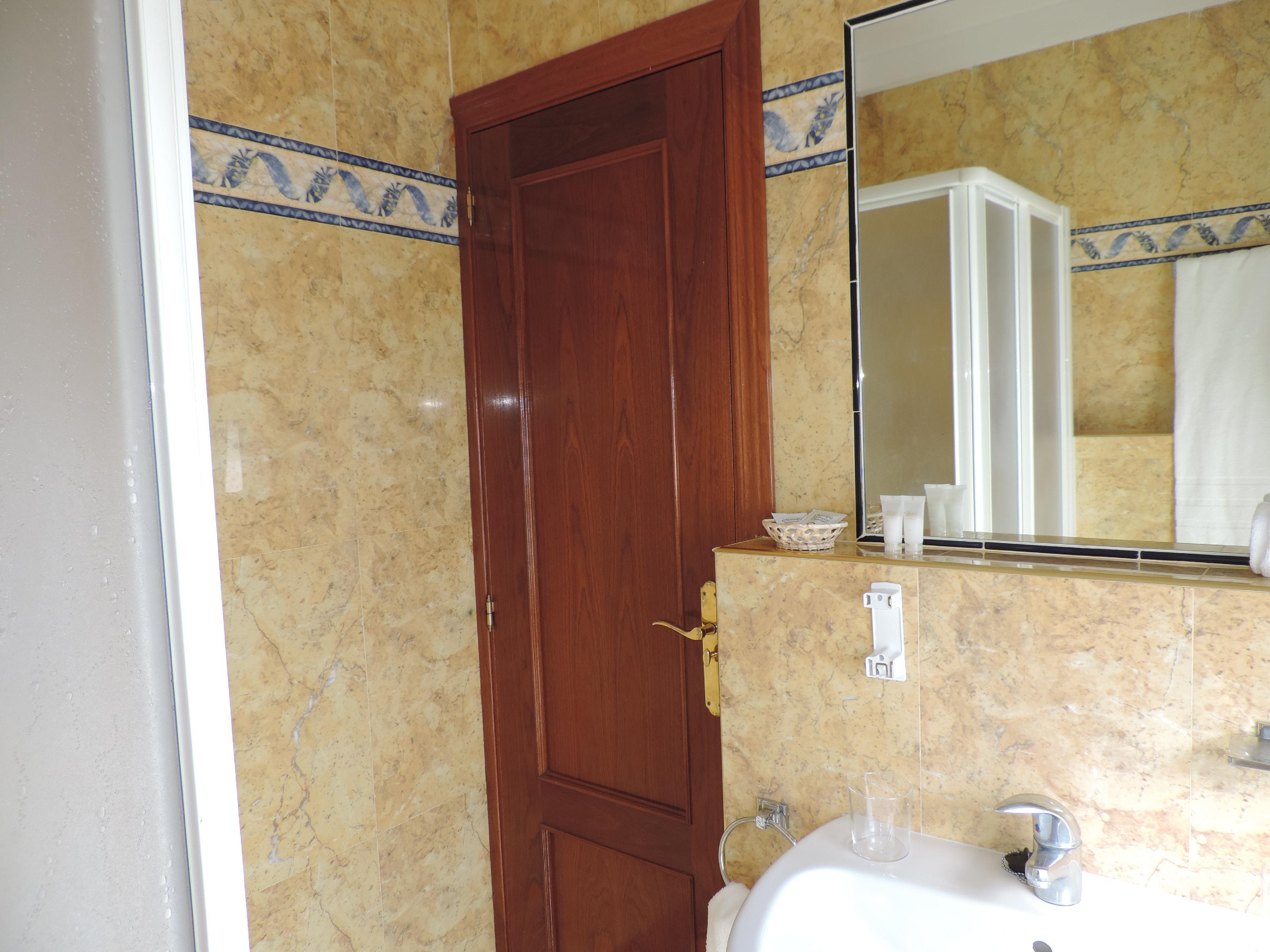 Imagen 4 Local Comercial en venta en Villares De La Reina / Polígono Villares de la Reina. Carreter...