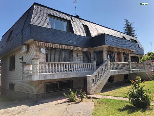 Imagen 1 Inmueble 234683 - Casa Aislada en venta en Santa Marta De Tormes / Urbanización los alamos