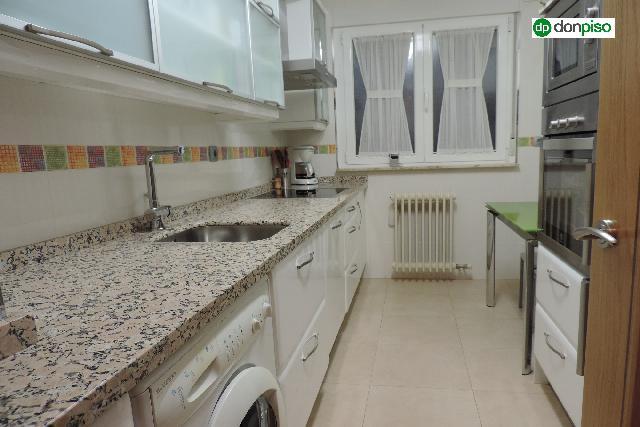 Imagen 1 Inmueble 236031 - Piso en venta en Salamanca / Zona Salas Bajas. Calle Conde Vallellano
