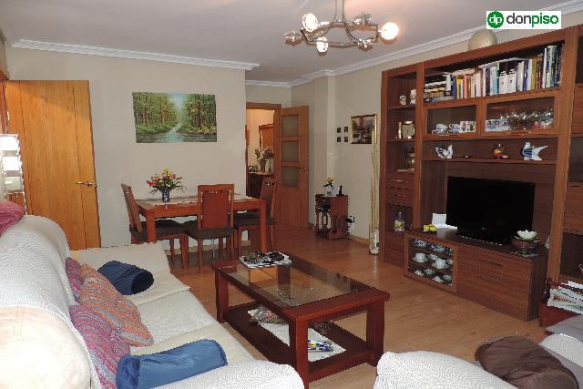 Imagen 1 Inmueble 236031 - Piso en venta en Salamanca / Zona Salas Bajas