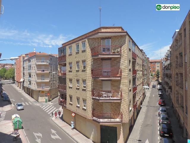 Imagen 1 Inmueble 251627 - Piso en venta en Salamanca / Barrio Vidal. Calle Regato del Anis