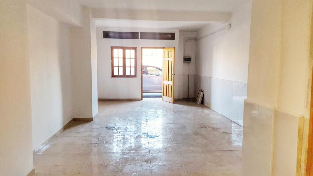 Imagen 1 Local Comercial en venta en Valencia / Junto Centro Salud Serrería y Estación del Cabañal