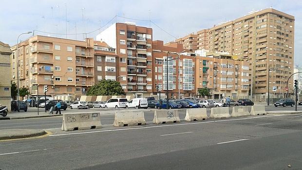 Imagen 2 Local Comercial en venta en Valencia / Junto Centro Salud Serrería y Estación del Cabañal