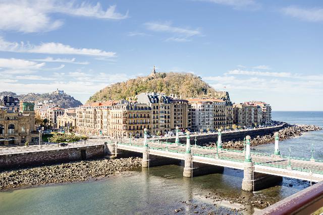 Imagen 1 Inmueble 216910 - Piso en venta en Donostia-San Sebastián / Ramón María Lili, Gros