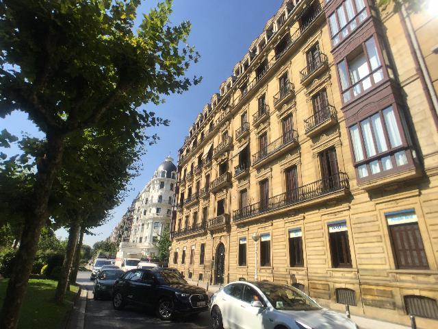 Imagen 1 Inmueble 238893 - Local Comercial en alquiler en San Sebastián / Cerca del Puente Mª Cristina