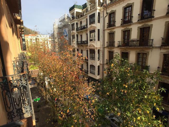 Imagen 1 Inmueble 244705 - Piso en venta en Donostia-San Sebastián / Centro, Donostia, a pocos metros de la Concha