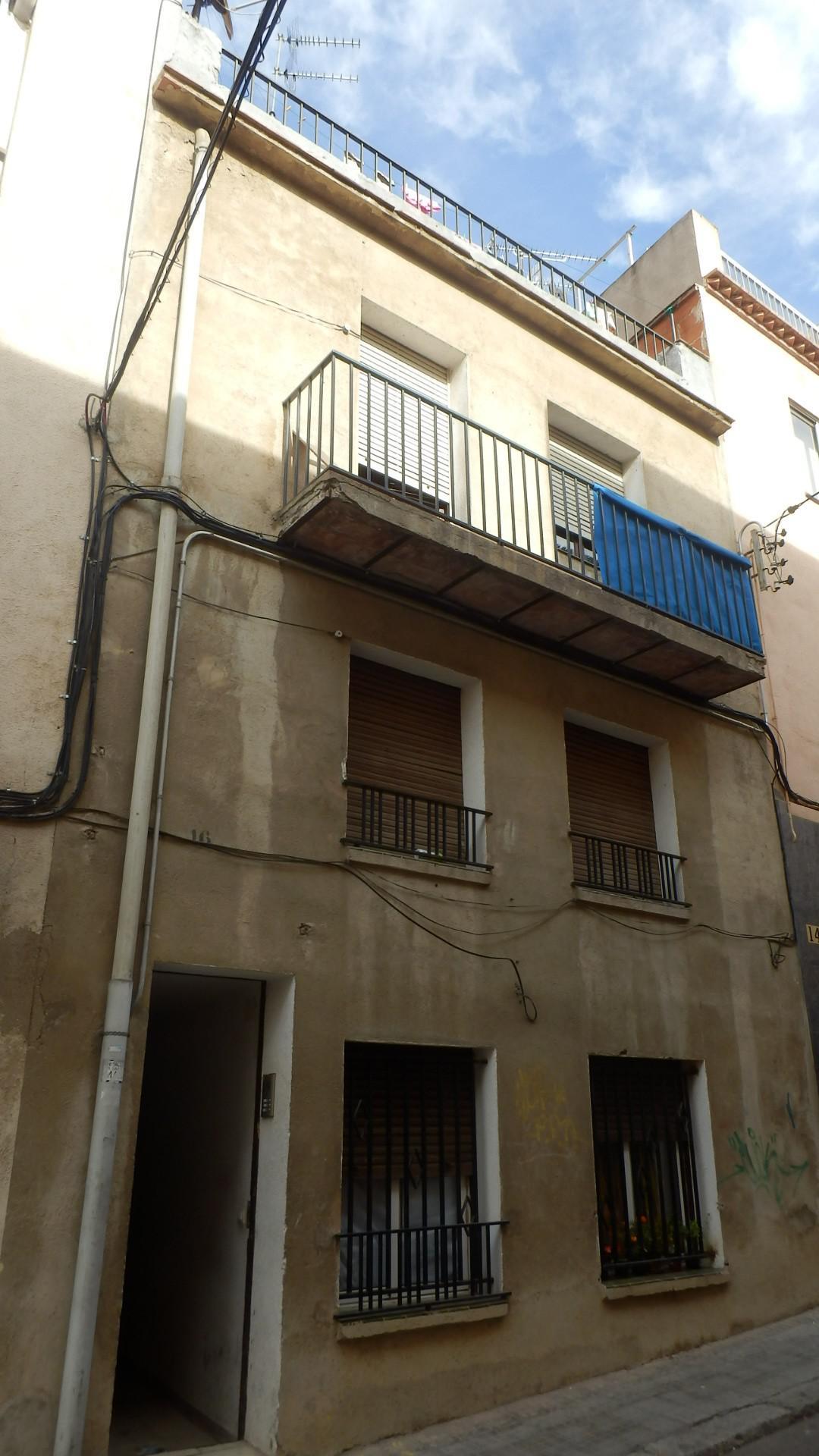 Imagen 2 Casa Pareada en venta en Vilafranca Del Penedès / Cerca del centro, a 5 minutos caminando.