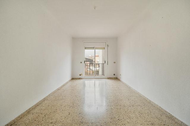Imagen 1 Inmueble 242475 - Piso en alquiler en Sant Martí Sarroca / Próximo al Ayuntamiento y debajo de la carretera.